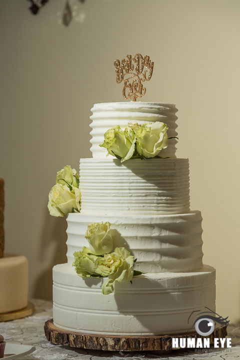 Palmetto-Place-Event-Center-cake with flower